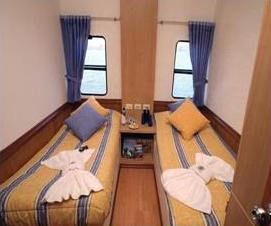 Archipel II catamaran first class, Galapagos