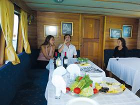 Cachalote yacht first class, Galapagos